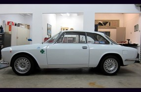 1973 Alfa Romeo 105 2000 GTV Restoration and Radio