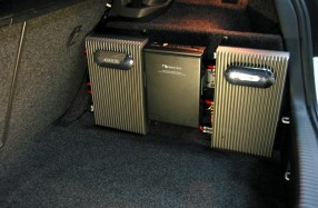 VW Golf 5 - Amplification and CD Changer