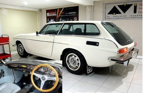 Volvo 1800ES - Continental Audio and Restoration